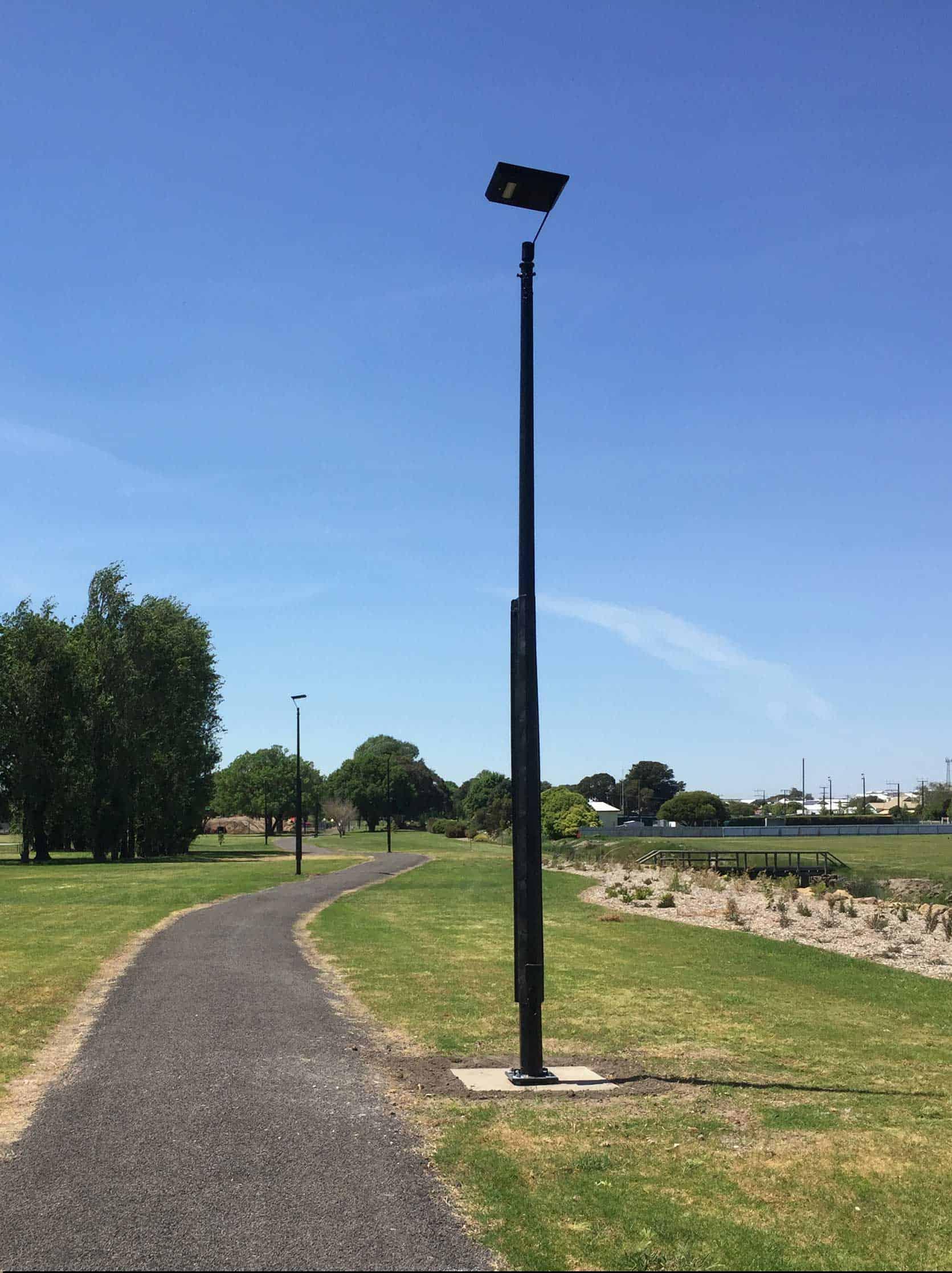 solar walkway lighting