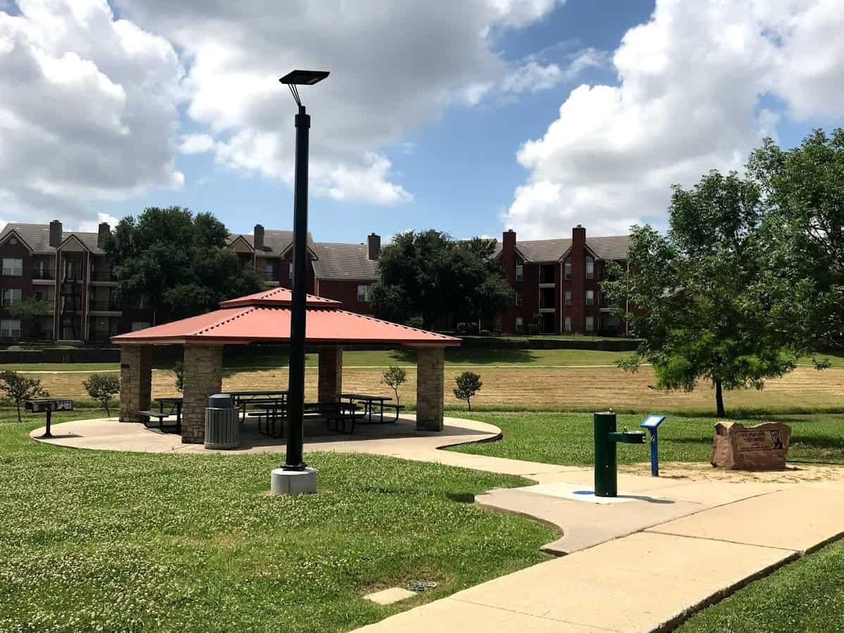 solar park lighting thomas jefferson park irving texas